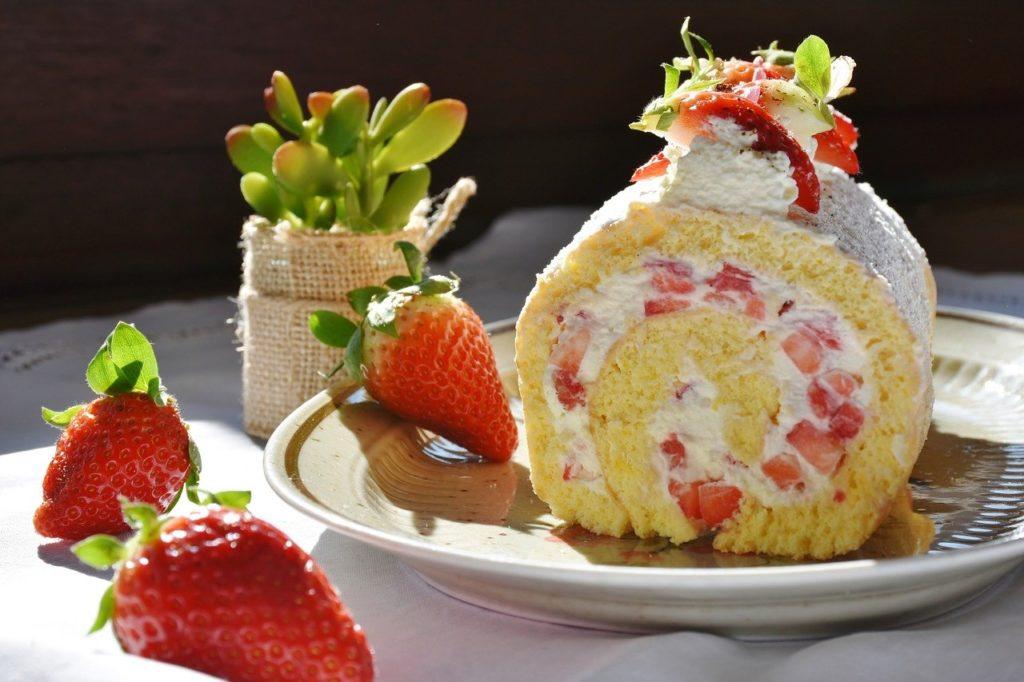 strawberry roll 1263099 1280